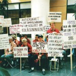 Personalen från både Härnösand och Arvika åkte till huvudkontoret i Stockholm för att protestera mot nedläggningen 1997.  Foto: Sven-Åke Vest