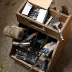 Hovslagaryrket är ett gammalt hantverksyrke och många av de gamla verktygen hänger fortfarande med.