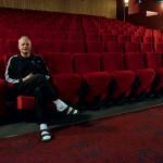 Johan Hamberg började jobba på Saga Bio som 15-åring, tog över som 18-åring, och firar i år 35-årsjubileum som biografföreståndare.