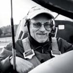 Erik Forsberg gör de sista förberedelserna  i cockpit.