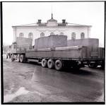 Skulpturen kom med 4-5 lastbilar från Norge och en stor kran lyfte bitarna på plats. – Det fanns de som var oroliga för att Nybron inte skulle hålla, berättar förre intendenten för Konsthallen, Kjerstin Schenell.
