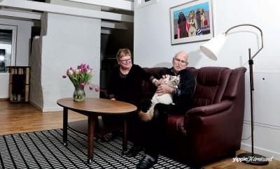 Anita och Curt Fällgren med katten Dizzy