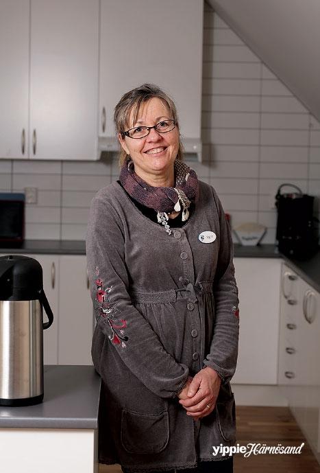 Värdinna Karin Rubys uppgift är att ordna sociala aktiviteter för de boende