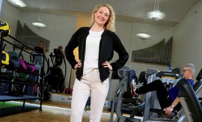 My Ekman i det som en gång var Pingstkyrkans församlingssal. Nu driver hon gym där.