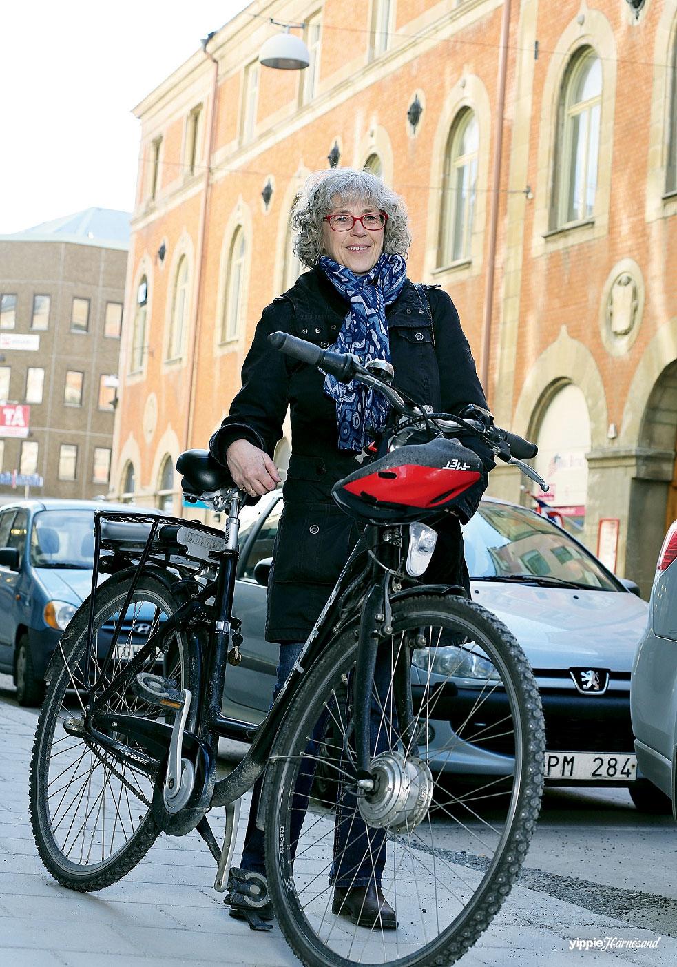 Os hjalten alskar att cykla nattimmarna