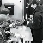Entréavgiften var fem eller tio kronor beroende på band. Jan Nordlander (närmast kameran) var en av dem som kom på idén att starta The Move Club. Han hade varit i England och både inspirerats och köpt en fin mods-jacka.