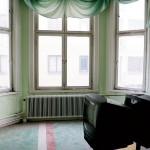 Mängder av tjock-tv-apparater får sin sista vila i ett av rummen i den del som kallas diplon, den äldre delen av hotellet, mot Köpmangatan.