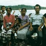1988 besökte Erika Schagatay som första västerlänning hövdingen Husimang och  hans familj i byn Topa. Foto: Helen Nordin