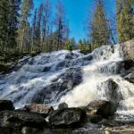 Västanåfallet är ett 90 meter högt kaskadfall.