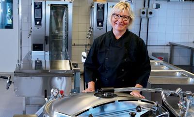 Lena Öström - I köket på nya skolan