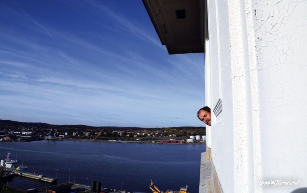 Den siste fabrikschefen Sven-Åke Vest återser Tobakstornet, dit han förr tog med kunder och gäster.
