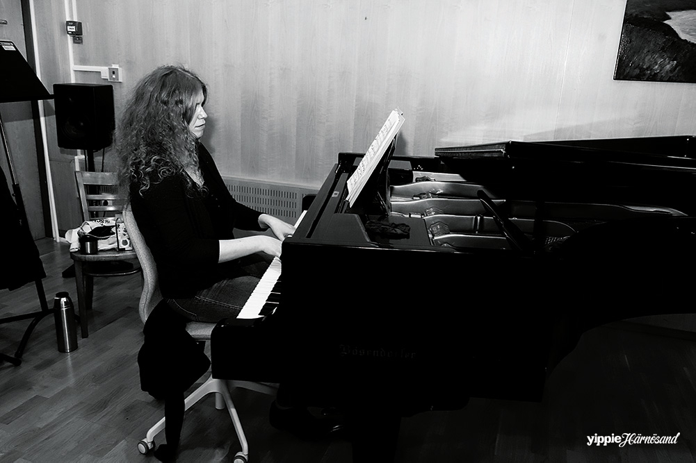 Pia Giger är pianist