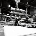 Snickaren Saeid Bagheri bygger moduler till ännu ett Bullerbyhus. CA-boden har ca 40 standardmodeller som kan varieras ganska fritt. Varje modell kan till exempelvis beställas med sadeltak eller pulpettak.