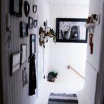 En bild av Camilllas älskade syster Lotta, som mördades 2016, pryder övervåningen.