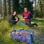Den nye ordföranden i Härnösands Svampklubb Angelica Hägglund och grundaren Stig Norell finner svampglädje i alla fynd som görs. Nu är det verkligen högsäsong för svamp.