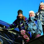 Solenergibolagets montageteam i Härnösand, Kristin Björkebäck, AnnaCarin Ahde och Tomas Frejarö.