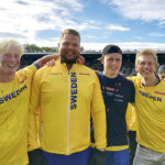 OS-vinnaren Daniel Ståhl var förstås en populär fotografi-polare, inte bara för hans unga svenska diskusadepter (Viktor Rönnkvist längst till höger). Foto: Privat